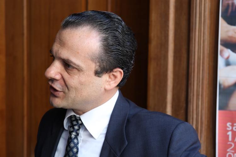 """Scontro Consiglio comunale, De Luca: """"Davanti a un moribondo i medici devono conoscere la cura"""""""