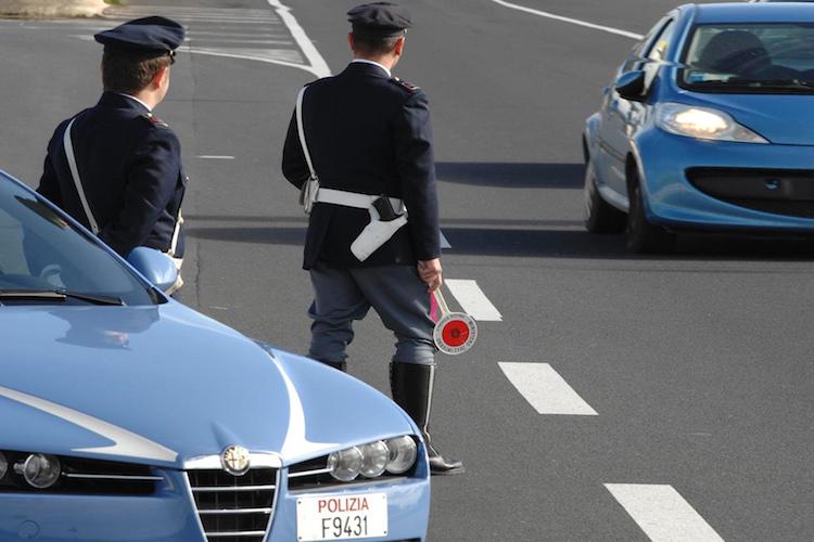"""Operazione """"TRUCK & BUS"""" della Polizia Stradale, 94 sanzioni elevate"""