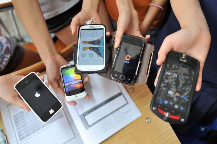 Germanà presenta una proposta di legge per vietare i cellulari nelle scuole