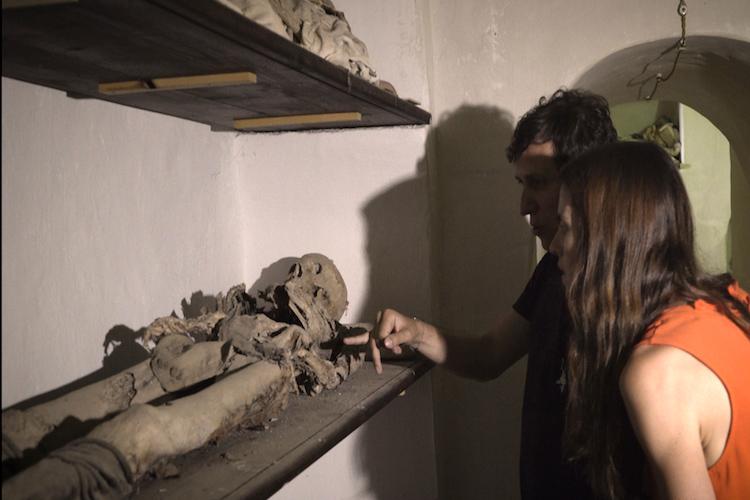 La tradizione dei defunti in un documentario della BBC girato nel messinese