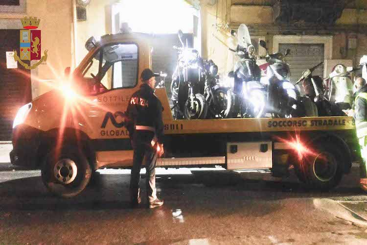 Sequestrati scooter manomessi in officina, multata pizzeria di via Placida