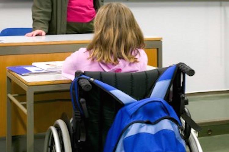 Assistenza igienico-personale alunni disabili sarà di competenza personale ATA, a rischio 130 lavoratori