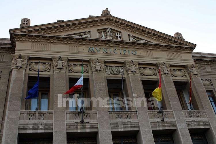 Bandiere a mezz'asta anche a Messina per gli italiani uccisi in Congo