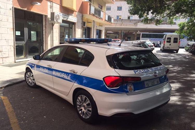 Travolge un pedone con lo scooter e fugge, rintracciato dalla Polizia Municipale