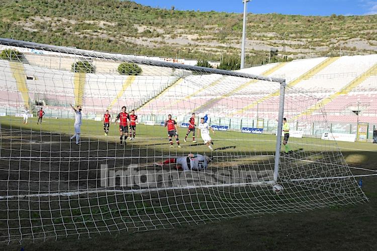 Il Messina si aggiudica il recupero con il Castrovillari, gol vittoria di Genevier