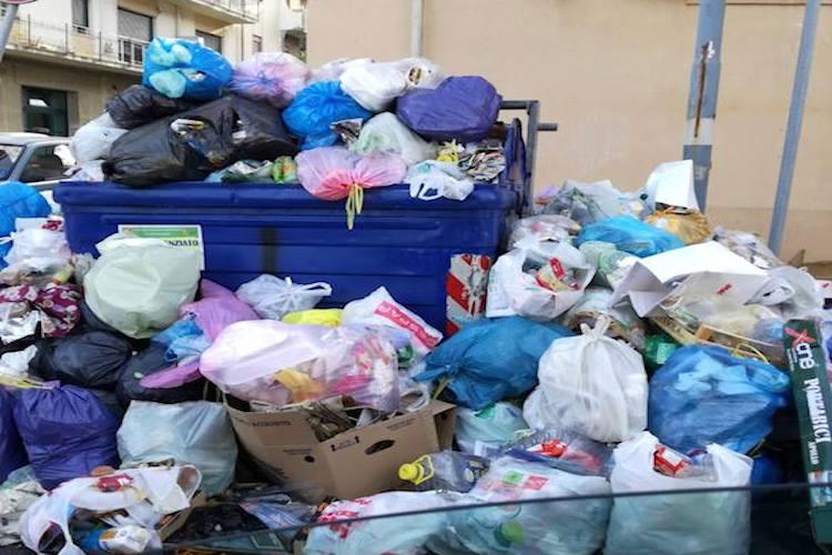 """Adoc e Confconsumatori: """"L'emergenza rifiuti non venga dimenticata"""""""