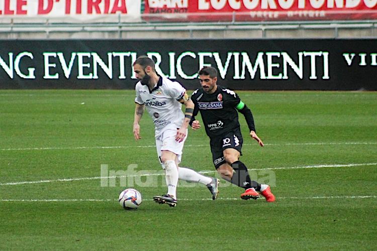 Al Messina non basta la grinta e la buona volontà, sconfitto a Bari 2-0
