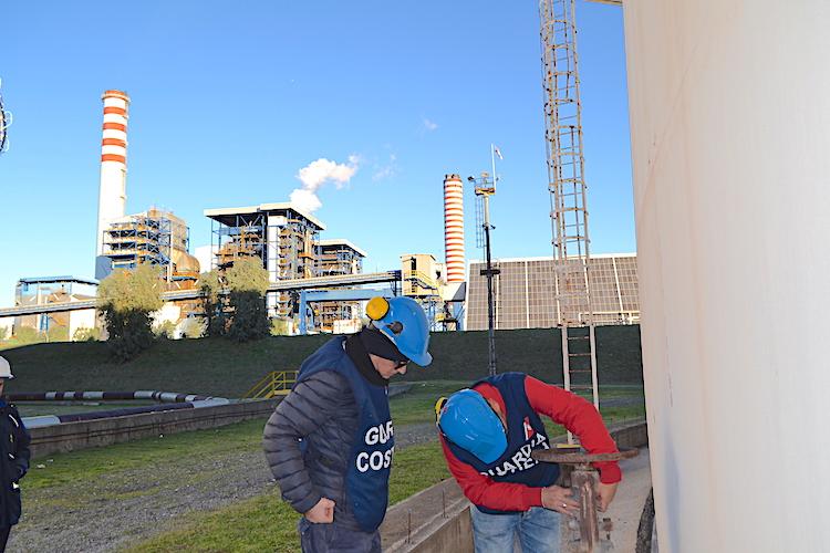 Sversamento di idrocarburi in mare, sequestrati tre serbatoi della Raffineria di Milazzo