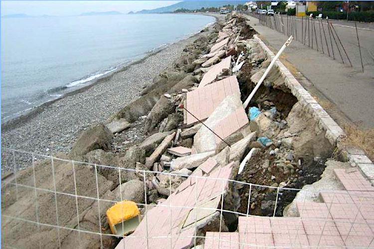 La Sicilia come l'Olanda, detriti dei fiumi per fronteggiare l'erosione costiera nel messinese