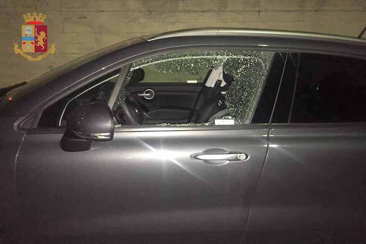 Smontano parti di un'auto, arrestati due pregiudicati messinesi