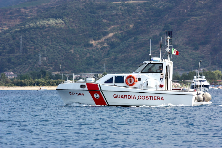 Milazzo, la Guardia Costiera sequestra 40 kg di prodotto ittico, stangati commercianti e ristoratori