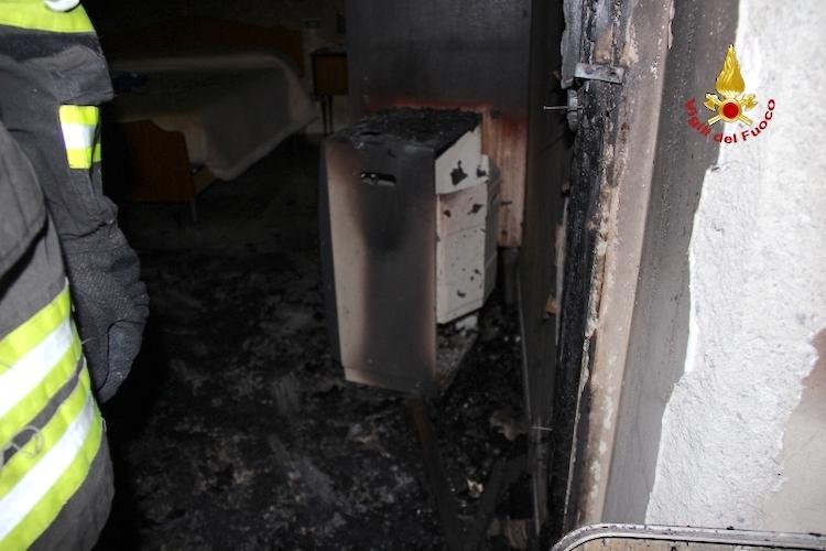 Barcellona P.G., bombola Gpl causa un incendio in un appartamento, una donna ferita