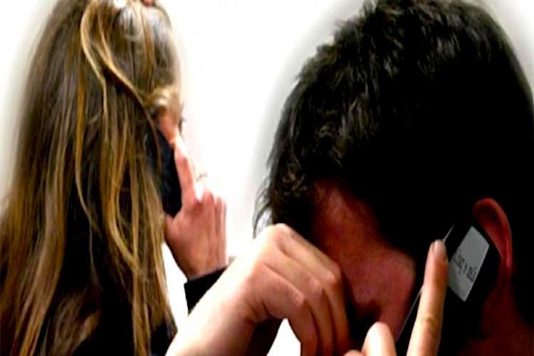 Perseguita un uomo per otto anni, divieto di avvicinamento per una stalker