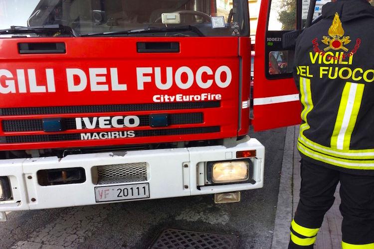 Tragedia sui Colli Sarrizzo, donna precipita con l'auto in una scarpata e muore