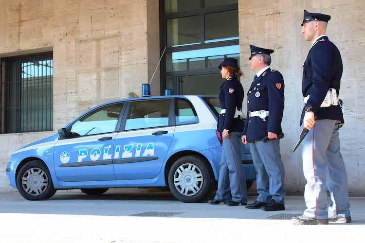 Messina, la Polizia di Stato salva un rapace ferito tra i binari