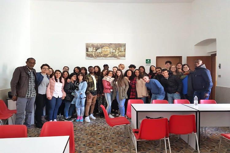 """Gli studenti di """"Agorà Mundi"""" trascorrono due giorni in un centro di accoglienza"""