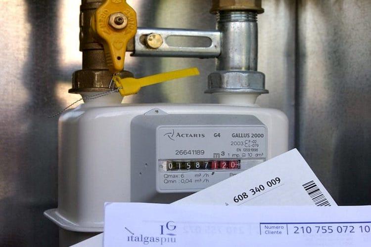 Bypass per rubare gas metano, arrestato un 45enne di Falcone