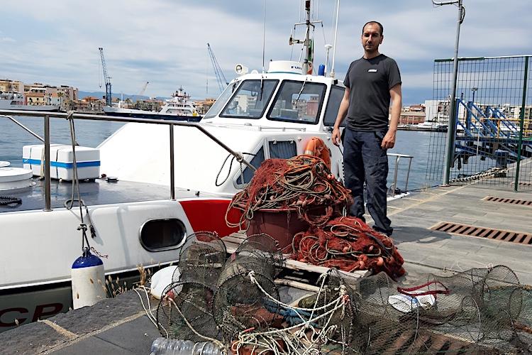 Milazzo, Guardia Costiera sequestra attrezzi da pesca e prodotto ittico avariato