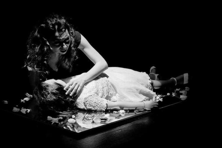 L'amplificazione dei temi più cari a Pirandello nell'acrobatica messa in scena di Cucinotta